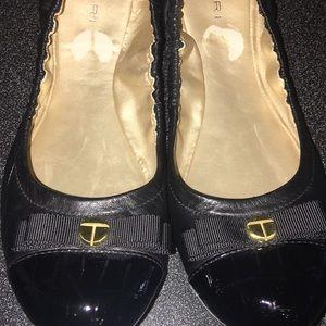 TAHARI ballet style shoes
